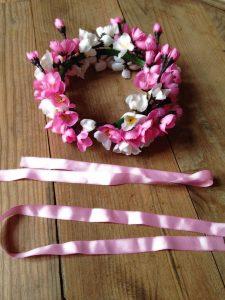 usa cintas para la corona de flores